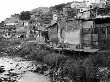 Precarious dwellings before reurbanization, Vera Cruz neighborhood, Diadema.